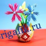 Цветы в вазе из бумаги: модульное оригами